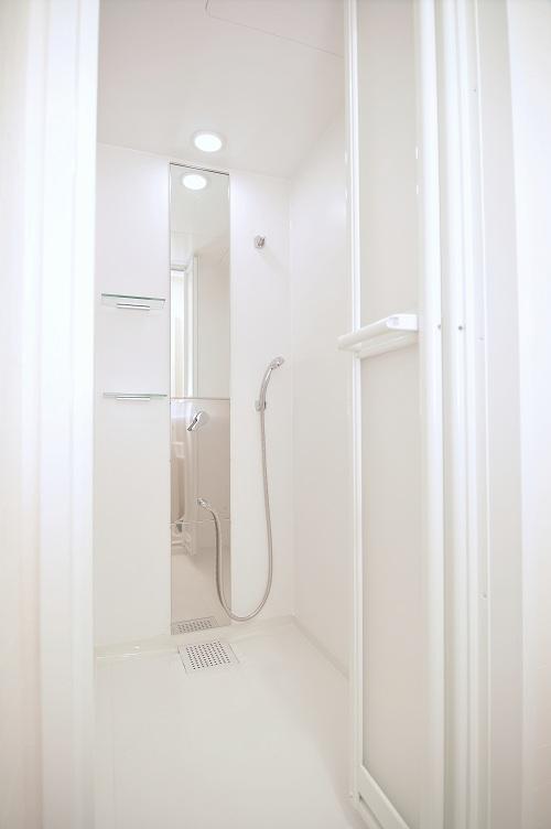 シャワールーム。1Fと2Fにそれぞれあります。