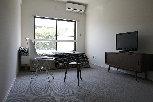 こちらはカーペットタイプのお部屋。ここもモデルルームです。