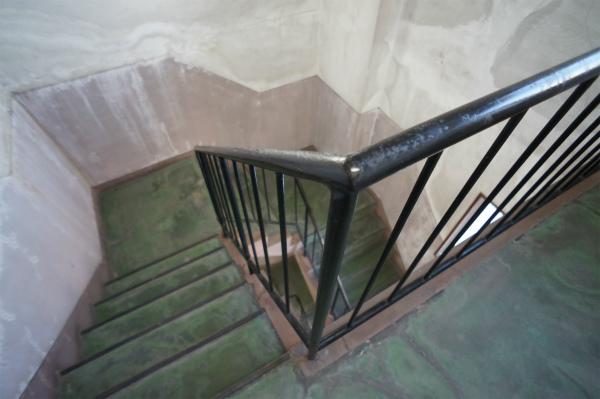 階段はレトロ感をそのまま残しています。