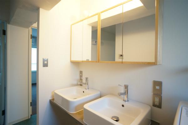 洗面所は新品できれいなものです。