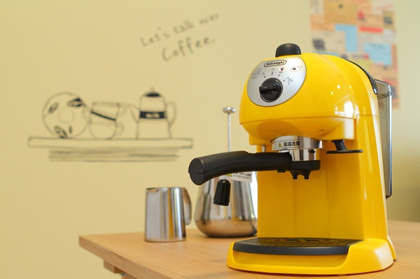 黄色のキュートなコーヒーメーカー。
