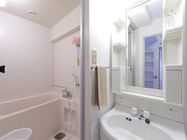 洗面所もシンプルなものに。