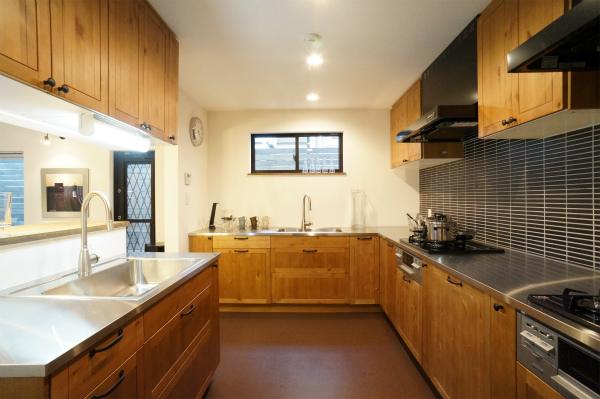 珍しい3面キッチンです。至る所で料理が作れます。