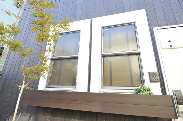 窓も外国風でかわいいですね。