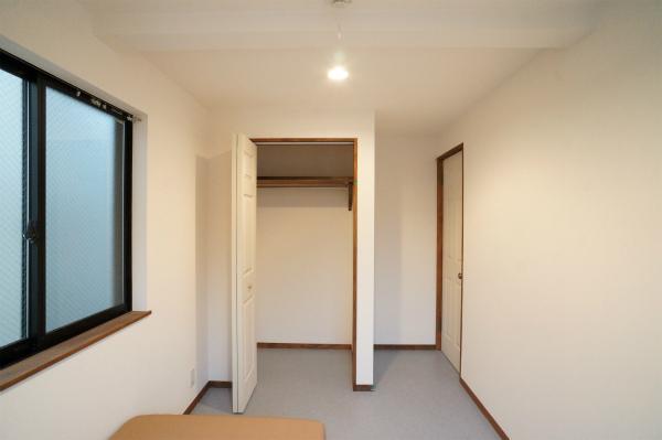 わずかではありますが、クローゼット付きのお部屋も有ります。