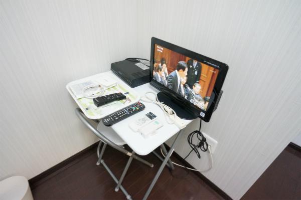 各お部屋に液晶テレビが用意されています。BSも見えるとか。