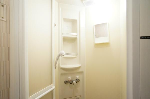 1Fと2Fそれぞれにシャワーブースが用意されています。