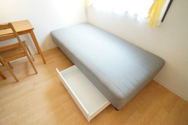 ベッド下の収納もゆったり。