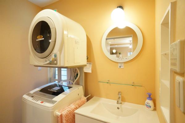 1Fには洗濯機・乾燥機があります。1Fには部屋がないので、音の心配もなさそう。