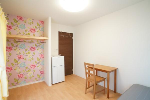 壁紙が明るいとお部屋全体が明るく感じますね。