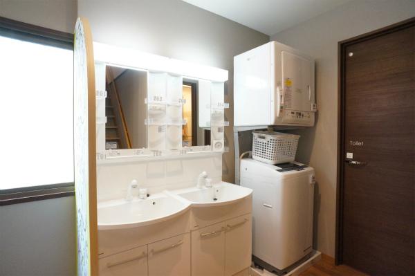 洗面所が2つ、仲良く並んでいます。