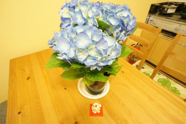 ダイニングテーブルの上にもお花♪