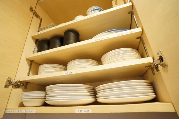 食器・コップ類などもすべて揃っているので、いつでもレストランorカフェをオープンできそう。