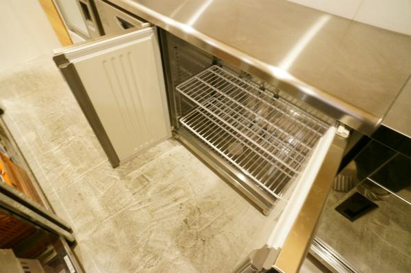 もちろん、冷蔵庫も業務用。