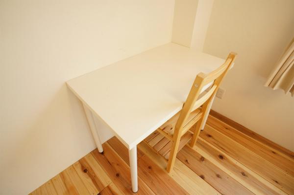 希望者には、机とイスもご用意いたします。