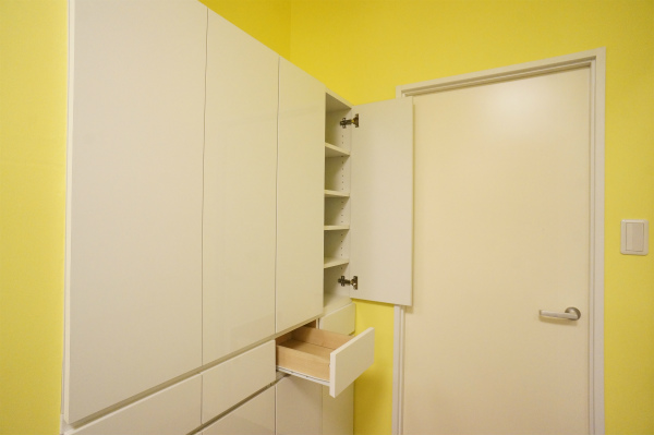 お部屋ごとに収納力も用意されています。