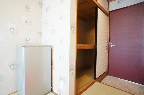 冷蔵庫は、各お部屋に備え付けられています。