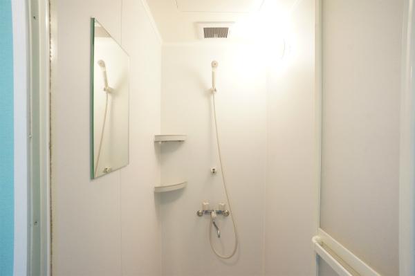 シャワールームは、1Fと3Fにあります。女性専用もあるので、安心です。