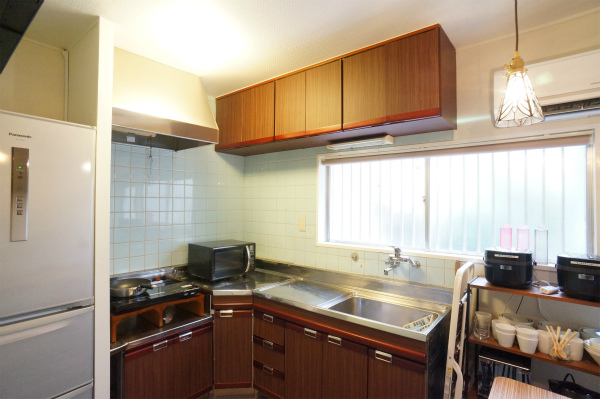 L字型のキッチンは収納もたくさんあって、とても実用的です。