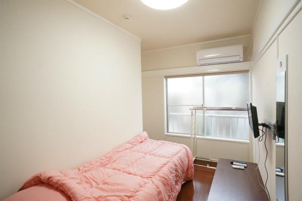 ベッドなどの家具もすべて揃っていますよ。