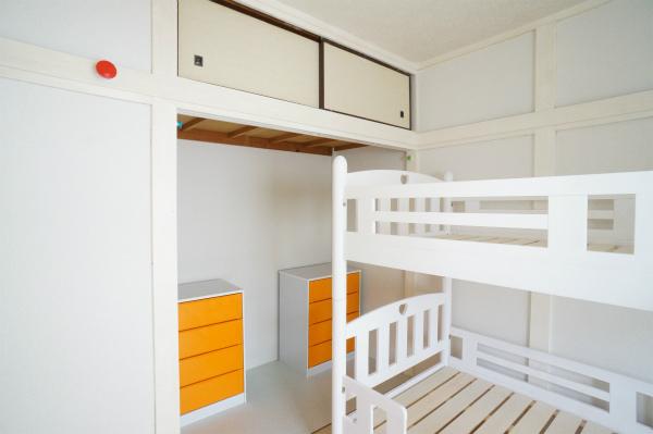 ドミトリーでもしっかり収納スペースが確保されているのがうれしい。