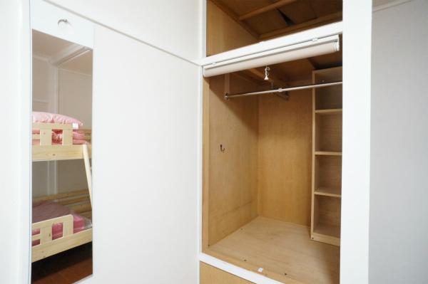ドミトリーのお部屋でも収納もしっかりあります。