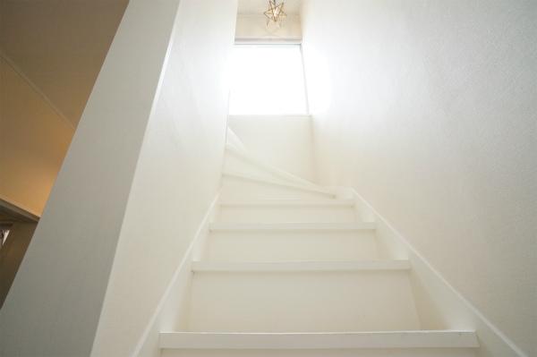 階段は真っ白!