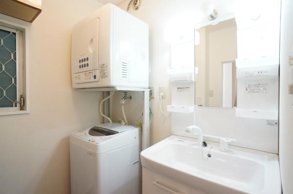 洗面所と洗濯機。