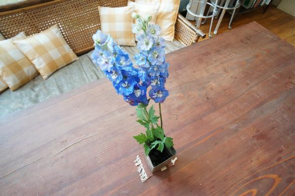 お庭で咲いたお花を飾ってみれば、リビングの雰囲気も華やかに。