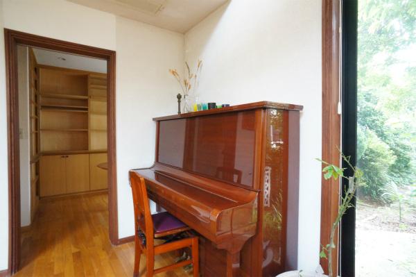 レトロな感じのピアノもあります。