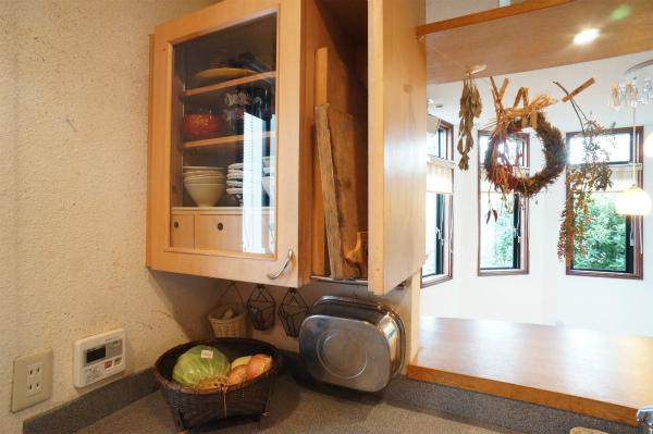 木製の棚がかわいい。