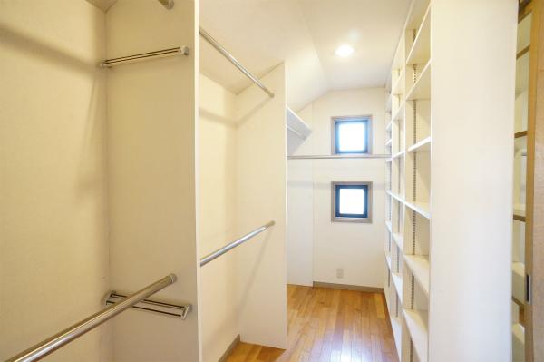 そして、洗面所のあるお部屋には、超大型のウォークインクローゼットもあるのです。