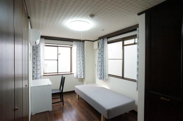 1stフロアに4部屋、2ndフロアに3部屋、計7部屋あります。