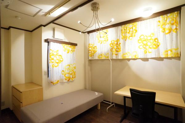 こちらはちょっと変わった形をしたお部屋ですね。