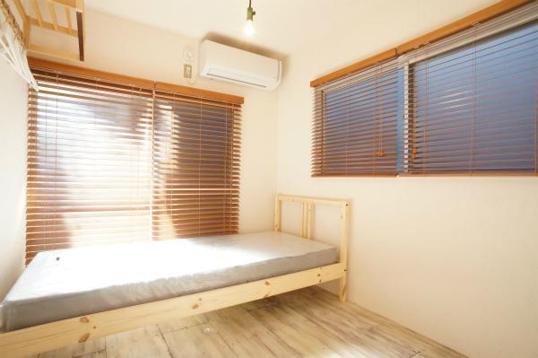 朝日がふんだんに入って来て、運気がUPしそうなお部屋です。