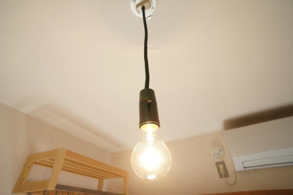 電球はレトロな感じ。