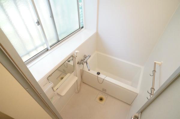 7人でシャワールーム1室、バスルーム1室と水回りにはかなり余裕がありそうです。