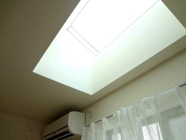 1Fのお部屋には天窓が付いています。