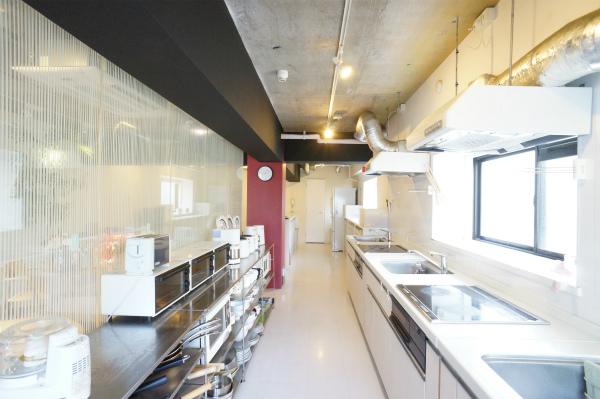 キッチンは細長い空間になっています。