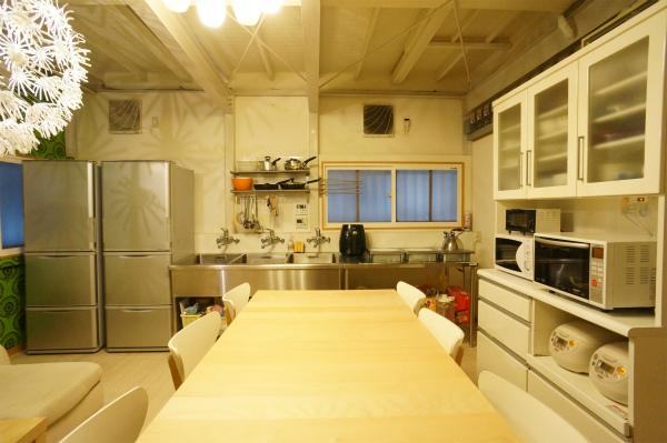 第二ぐテーブルとキッチンがとても近いので便利ですね♪
