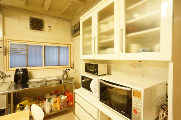 電子レンジ・トースター・食器などもすべて揃っています。