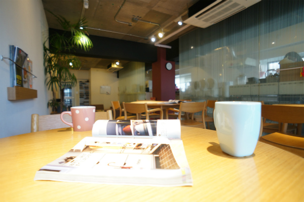 雑誌をひろげれば、そこはカフェのような空間。