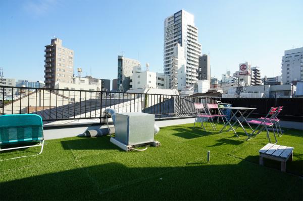 四谷という都心にありながら、グリーン溢れる屋上があります。