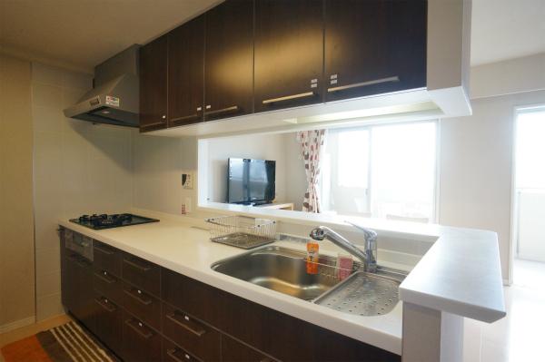 このキッチンならいろいろ料理を作りたくなりますね。