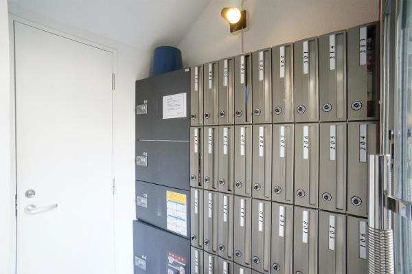 鍵付きポストと宅配ボックス。