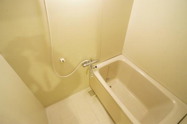 各ユニット毎にバスルームかシャワールームが用意されています。
