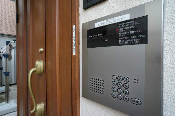 インターホンはお部屋に直接つながります。