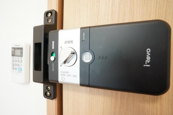 すべてのお部屋にオートロックキーが標準装備。