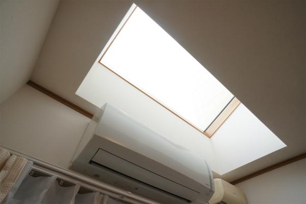 こちらはあお部屋に天窓が♪太陽の光がたっぷり入りますね。