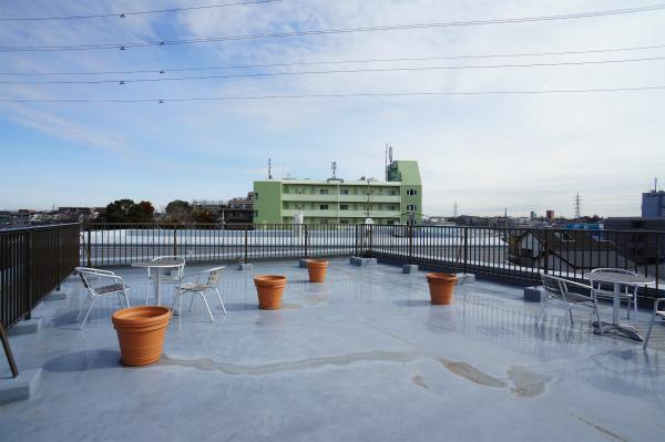 こちらは屋上です。晴れた日はとっても気持ちがよい!